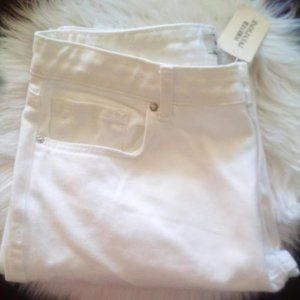 New Forever Twenty One Ripped Knee White Jeans 28